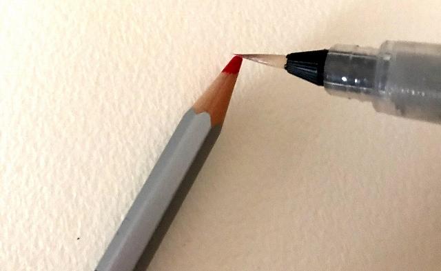 水彩色鉛筆の芯に水をつけて塗る方法